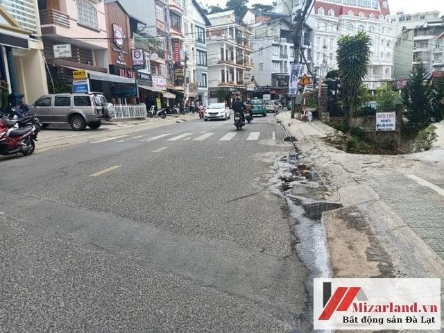 Bán lô đất mặt tiền đường Bùi Thị Xuân, giá tốt nhất khu vực thành phố Đà Lạt